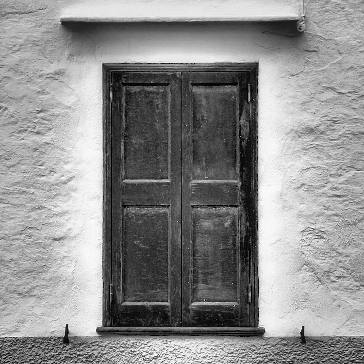 closed window / finestra tancada