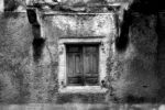 an old window / una vella finestra