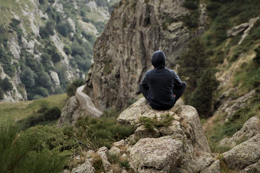 tot guaitant tranquil·lament