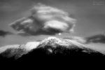 Moon, cloud and mountain / Lluna, núvol i muntanya