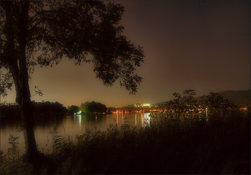 Banyoles by night