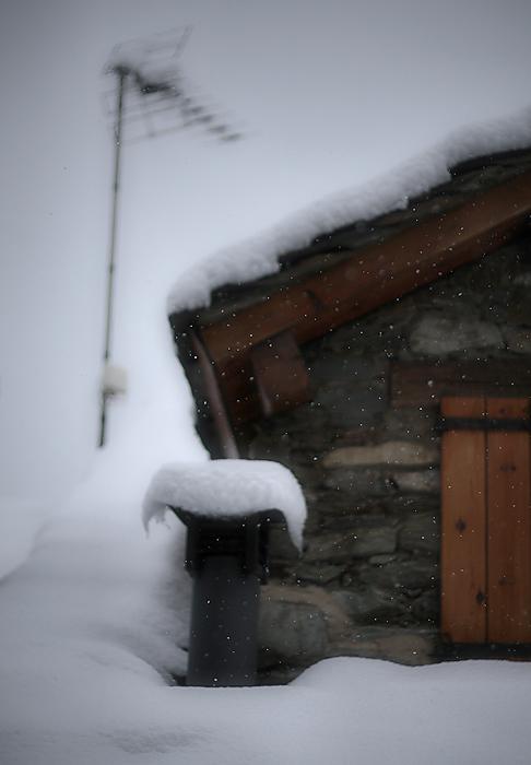 it's snowing / està nevant / está nevando