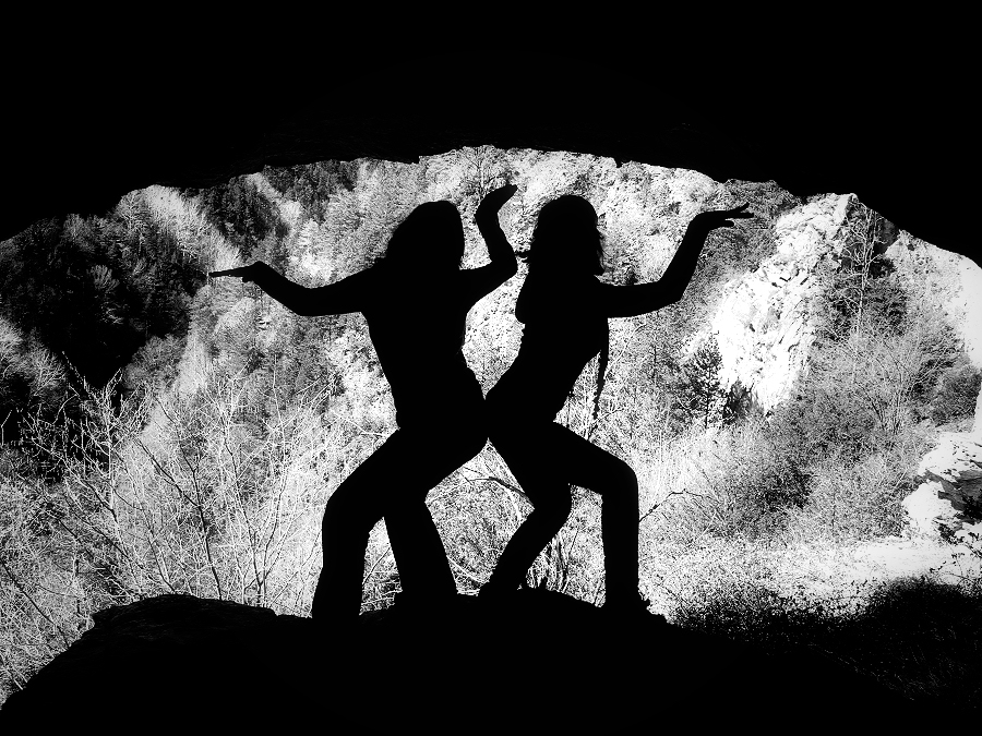 Primitive dancing - dancing on the cave