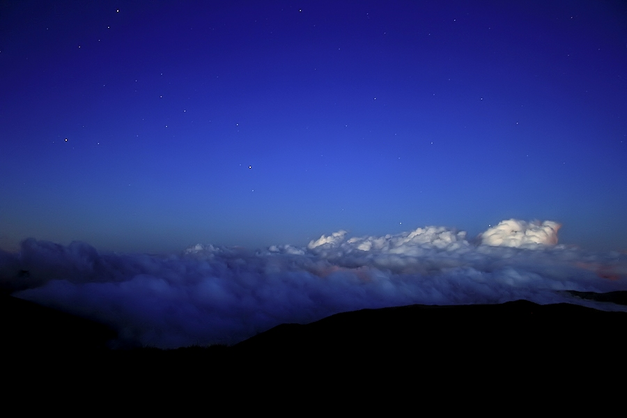 d'una nit sobre els núvols...