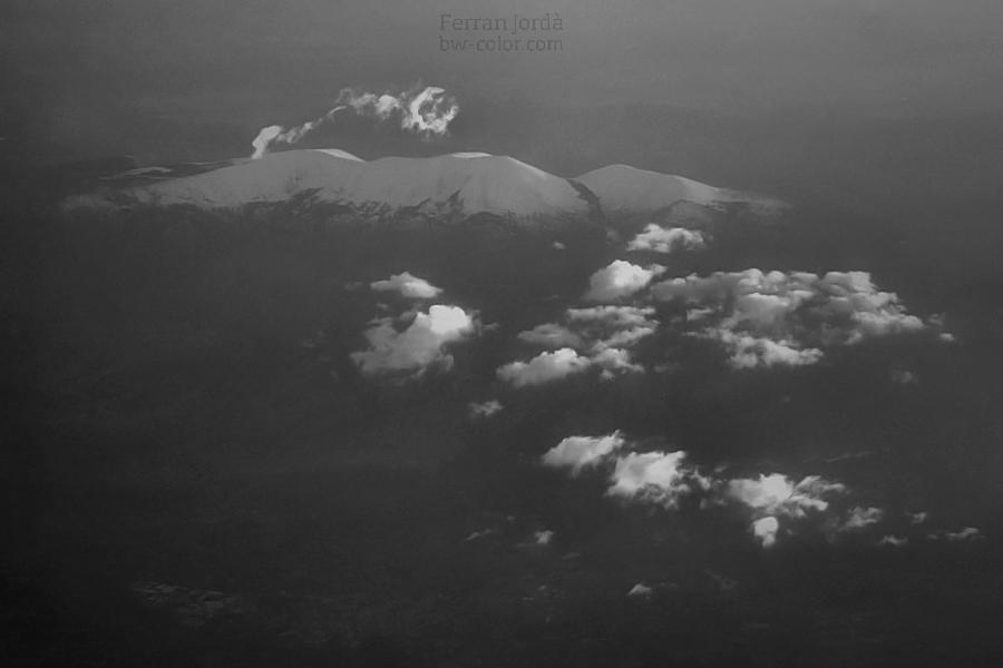 flying over mountains / sobrevolant muntanyes